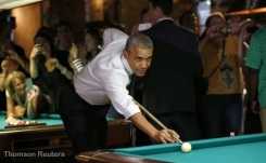 obama shooting pool